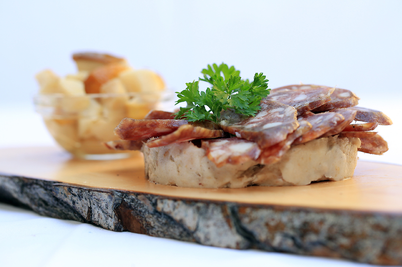 F002103-bohinj_sausage_with_bread_photo_turizem_bohinj_orig_jpg-photo-s